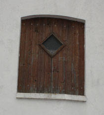 8 Dachbodentür/Window of a garret