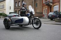 50 Motorrad mit Beiwagen/Biker with sidecar