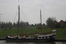 33 Ein Schiff/A ship