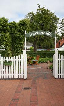 35 Gartencafé/Café in a garden