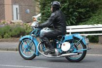 32 Motorradfahrer/Biker