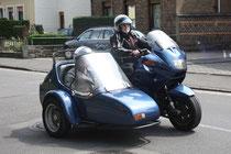 22 Motorradfaher mit Beiwagen/Biker with sidecar