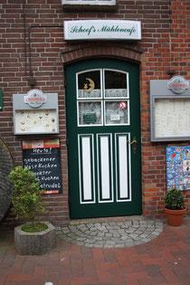 33 Restrauranttür in Greetsiel/Door of a restaurant in Greetsiel