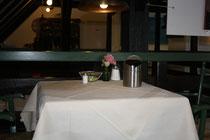 49 Gedeckter Tisch/A set table