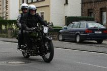48 Motorrad mit zwei Leuten/Motorbike with two people