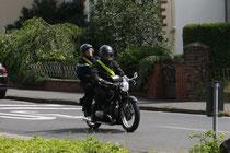 10 Motorrad mit zwei Leuten/Motorbike with two people