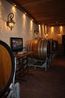 57 Weinfässer/ Wine barrels