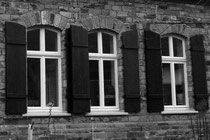 13 Fenster eines Hauses/Shutters of a house