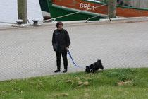 40 Spaziergängerin+Hund/Walker+Dog