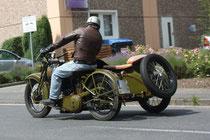 34 Motorradfahrer mit Beiwagen/Biker with sidecar