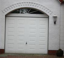 25 Garagentür/Door of a garage