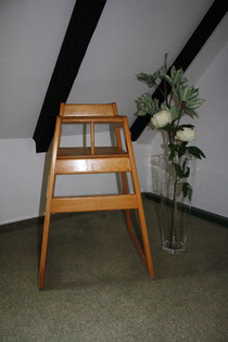 73 Kinderstuhl/Baby's high chair