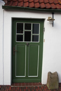 11 Tür eines Hauses in Greetsiel/Door of a house in Greetsiel