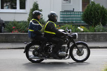 12 Motorrad mit zwei Leuten/Motorbike with two people
