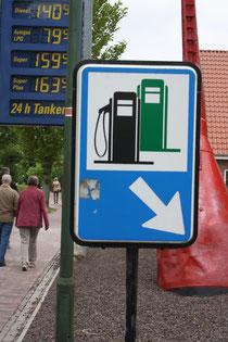 51 Tankstelle/Patrol station