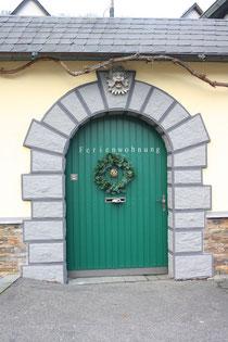 4 Türen eines Gasthauses/Door of a hotel