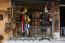 14 Andenkenladen/Souvenir shop