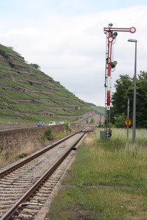 105 Schienen und Signale/Rails and Signals
