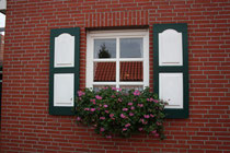 27 Fenster mit Blumen/Window with flowers