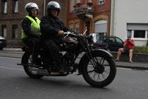 47 Motorrad mit zwei Leuten/Motorbike with two people