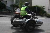 17 Motorradfahrer mit Beiwagen/Biker with sidecar