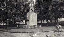 Kriegerdenkmal noch am alten Standort im Park in der Ortsmitte