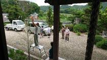 2019/7/1淡路市柳沢の本福寺で写経会の後、副住職が準備した竹に七夕の願い事を飾り付けました。