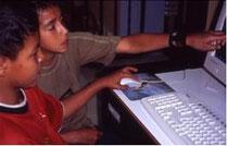 Der Umgang mit Computern eröffnet den Kindern neue Möglichkeiten und dient als individuelles Lernmittel.