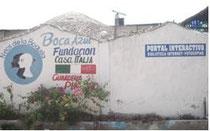 Im Elendsviertel La Boquilla bietet das Boca Azul Kinderzentrum Essen, soziale Betreuung und eine Bibliothek mit Internetzugängen.
