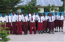 Schüler der Mbonea School in Dar es Salam (2007).