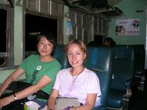 En en el tren al campo de trabajo con otra voluntaria