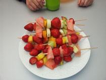 Frische Obstspieße