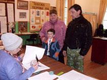 Илья Ткаченко с мамой и папой - вместе на выборы!