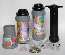 Modello Base Completo con piccola pompa manuale  fa il sottovuoto nei barattoli e nelle bottiglie di vetro e nelle bottiglie di plastica dell'acqua minerale