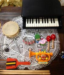 さまざまな楽器に触れましょう♪