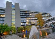 Deutsches Krebsforschungszentrum warnt vor E-Zigaretten. (Foto: DKFZ-Hauptgebäude, Tobias Schwerdt)
