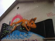 Im Rahmen der Ausstellung hat Klone mehrere Flächen im öffentlichen Raum gestaltet, unter anderem diese Arbeit in der Ludwigstraße 18.