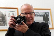 Thomas Grziwa 2012 (mit Kamera von 1970) Foto: Myriam Nöding