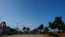 当館前の景色   中央が烏辺島(うべしま)