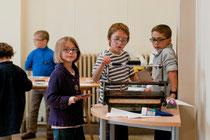 Atelier pour les enfants : découverte de la linogravure. © Mathieu Le Gall.