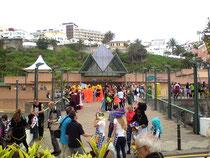 Blick auf das Martinez Center von Puerto de la Cruz wo sich alle zum Karneval sammeln
