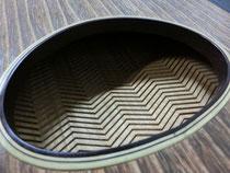 琴 買取しました。 弦新品です。 高級な 演奏会の 琴 『くり甲、綾杉彫、玉縁』 刳甲 6尺 紅木 猫足 【中古】です。