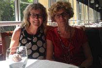 Susanne von Steimker-Ahrens mit Alicia Gomez, der Direktorin der Escuela Santa Brigida.