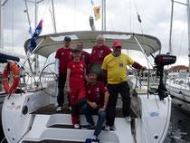 Die Crew auf ihrer Bavaria 45 im Hafen von Biograd/Kroatien