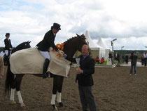 Heiner gratuliert dem Sieger
