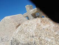 Pierre tombale stèle pour tombe vegetalisé