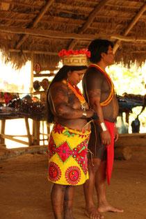 Der stolze Chief und seine Frau mit Krone