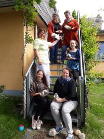 Diie Künstlerinnen vom Juiser Feld übergeben ihre Spende an ZAPUH