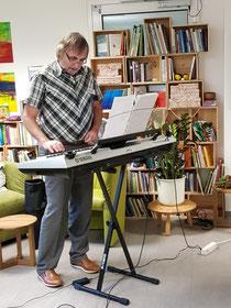 Peter RINGENDAHL am Keyboard