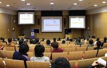 基礎工学国際棟シグマホールで開催された、システム科学科電子システム学コースの特別研究発表会